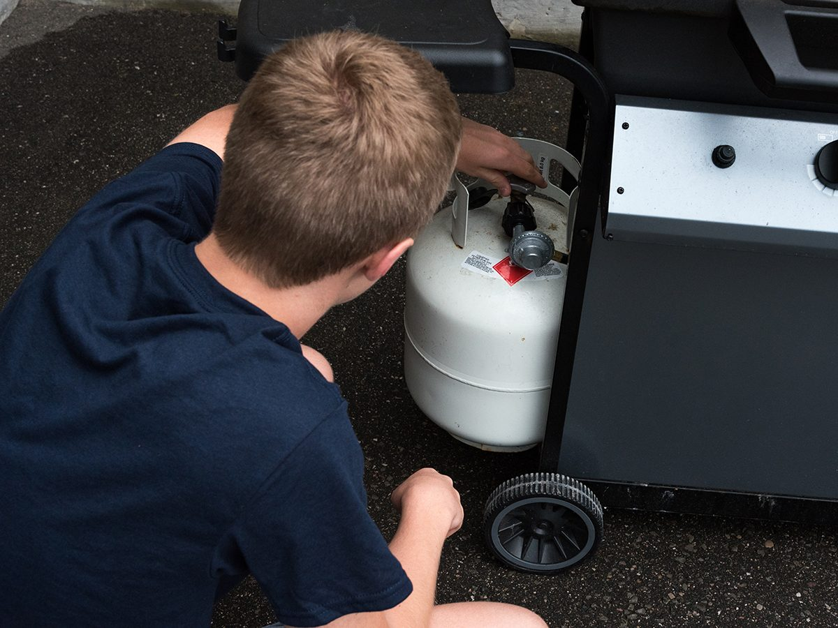 Winter grilling tips - check BBQ propane tank level