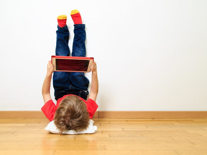 Funny parent tweets - kid on tablet