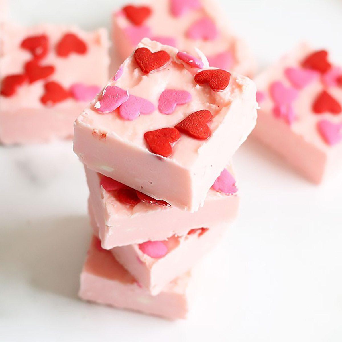 2 Ingredient Strawberry Frosting Fudge valentines desserts