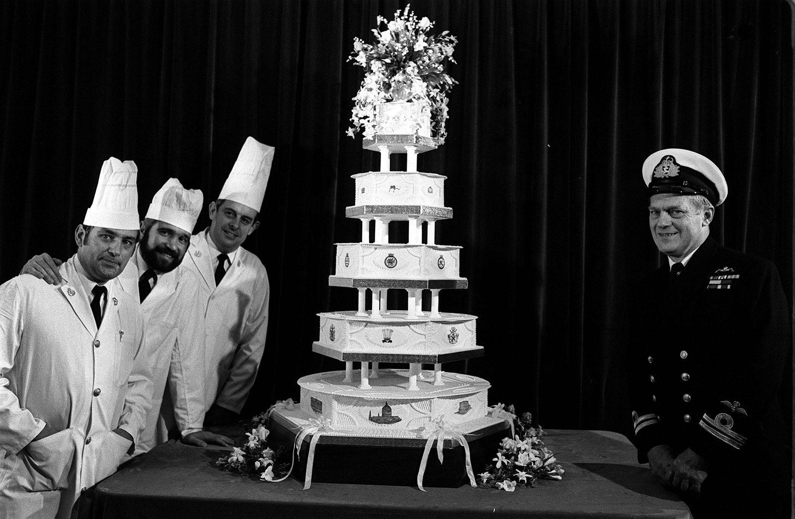 Prince Charles and Princess Diana wedding cake