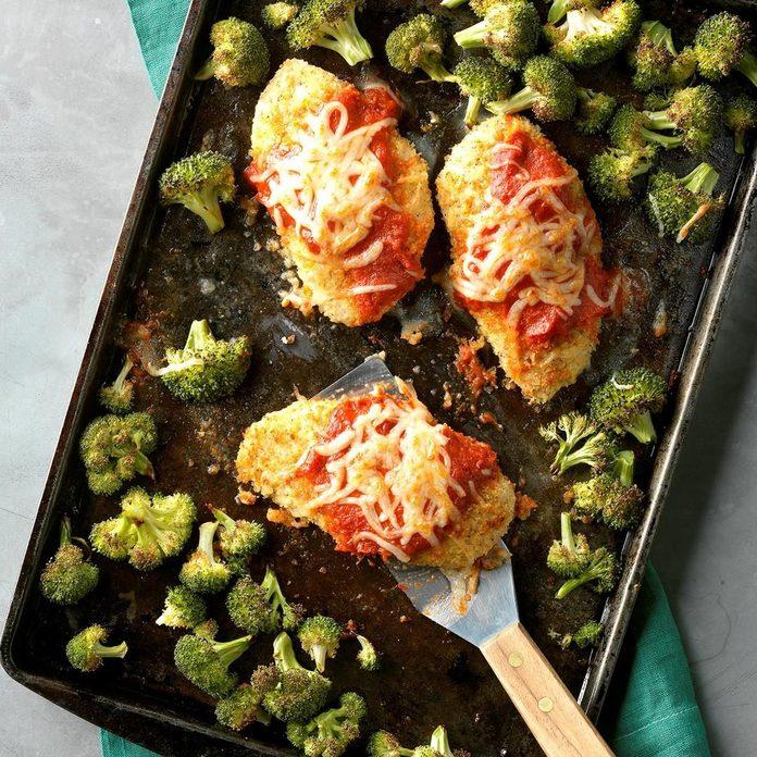 Sheet Pan Chicken Parmesan Exps Thfm18 206935 D09 14 2b 11