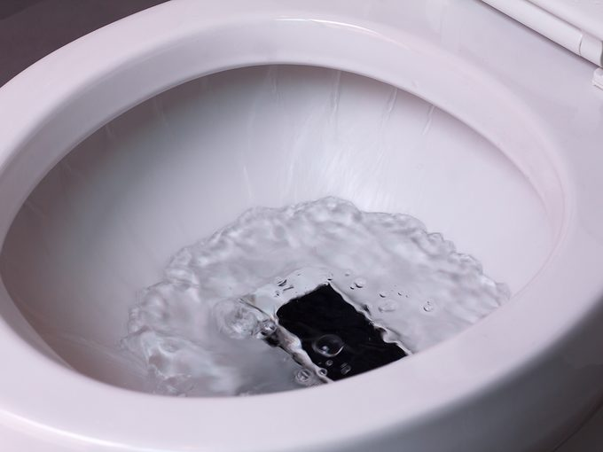 smart phone wet fell in the toilet bowl