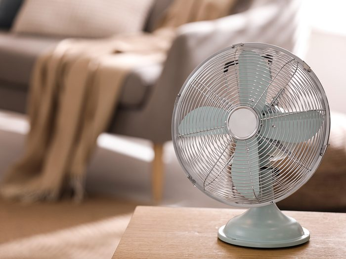 How to cool down a room without ac - room fan