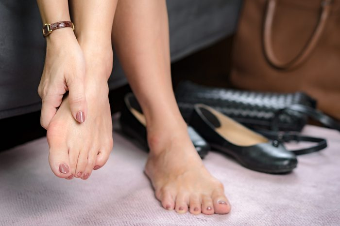 Foot symptoms - pitter toenails
